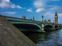 Big Ben, abadía de Westminster y el río Támesis Foto de archivo libre de regalías