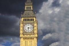 Big Ben, bij zonsondergang dat omhoog wordt gesloten Stock Foto