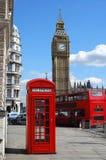 Big Ben, cabina de teléfonos y autobús del autobús de dos pisos en Londres Fotos de archivo libres de regalías