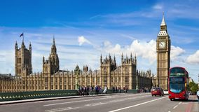 Big Ben, case del ponte di Westminster e del Parlamento Londra stock footage