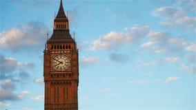Big Ben, cerrado para arriba, en la puesta del sol almacen de video