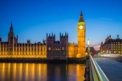 Big Ben con el parlamento en la hora azul, Londres, Reino Unido Fotos de archivo libres de regalías