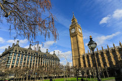 Big Ben con en el fondo el ojo de Londres Foto de archivo