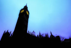 Big Ben contro un cielo blu di mattina Immagine Stock