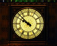Big Ben in de avond in Londen wordt verlicht dat royalty-vrije stock foto's