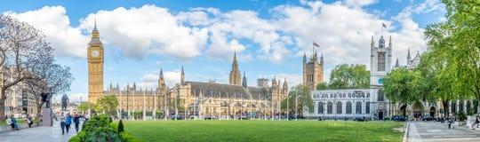 Big Ben do jardim do quadrado de Paliament em Londres Foto de Stock