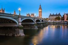 Big Ben, drottning Elizabeth Tower och Wesminster bro Arkivbild