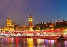 Big Ben e Camera del Parlamento alla notte, Londra immagine stock