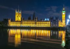 Big Ben e casas do parlamento na noite, Londres, Reino Unido imagens de stock