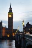 Big Ben e casas do parlamento no crepúsculo em Londres foto de stock royalty free