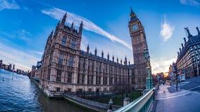 Big Ben e la Camera del Parlamento a Londra al tramonto immagini stock