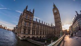 Big Ben e la parte della Camera del Parlamento a Londra al tramonto immagine stock libera da diritti