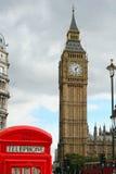 Big Ben e una cabina telefonica fotografia stock
