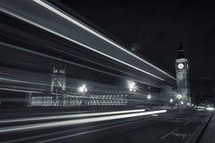 Big Ben, el parlamento y las luces de calle Foto de archivo libre de regalías