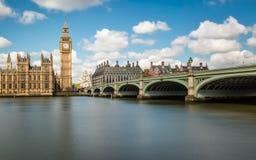 Big Ben, el Támesis y puente de Westminster foto de archivo libre de regalías