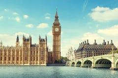 Big Ben en día soleado Foto de archivo libre de regalías