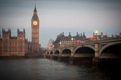 Big Ben en de Brug van Westminster, Huizen van het Parlement, zonsopgang stock afbeelding