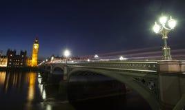 Big Ben en Huis van het Parlement bij Nacht, Londen, het Verenigd Koninkrijk Stock Afbeelding