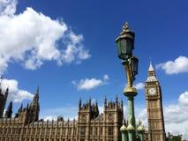 Big Ben en Huizen van het Parlement in Londen, het UK Stock Afbeeldingen
