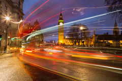 Big Ben en Verkeer tijdens Spitsuur Stock Foto's