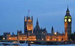 Big Ben en Westminster bij nacht over de rivier Theems Royalty-vrije Stock Afbeelding