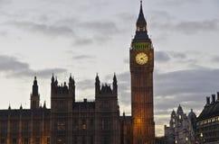 Big Ben en Westminster van de rivieroever Stock Afbeelding
