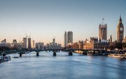 Big Ben et la Tamise au lever de soleil Images libres de droits