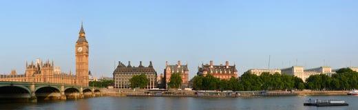 Big Ben et Victoria Embankment Panorama images stock
