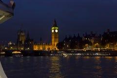 Big Ben från Thameset River Arkivbild