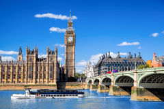 Big Ben and Houses of Parliament with boat in London, UK Royalty Free Stock Images