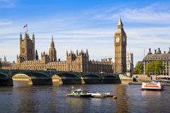 Big Ben and Houses of Parliament on Thames river Stock Photography