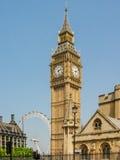 Big Ben med det London ögat i bakgrunden Royaltyfri Fotografi