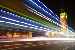 Big Ben med suddiga ljus på skymning, London Arkivbilder