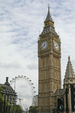 Big Ben mit London-Auge stockfotos