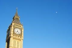 Big Ben mit Mond Lizenzfreies Stockfoto