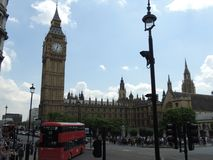 Big Ben mit roter Bus London-Stadt stockfotos