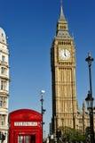 Big Ben och den röda telefonen boxas, London UK Royaltyfri Fotografi