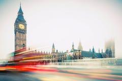 Big Ben och dubbeldäckarebuss, London Royaltyfria Bilder