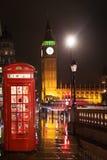 Big Ben och hus av det röda telefonbåset för parlament Royaltyfri Fotografi