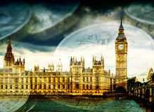 Big Ben och hus av parlamentet med pengar Arkivbild