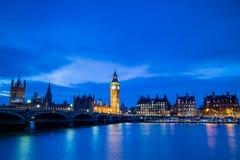 Big Ben och hus av parlamentet på skymning Royaltyfria Bilder