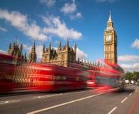 Big Ben och London bussar Royaltyfria Foton