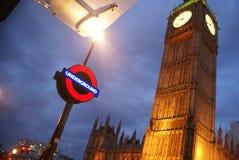 Big Ben och Lonfon underjordiskt rörtecken Royaltyfri Fotografi