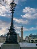 Big Ben och parlament över floden Royaltyfri Fotografi