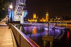Big Ben och parlamentet på skymning i London Arkivfoto