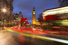 Big Ben och trafik under rusningstid royaltyfria bilder
