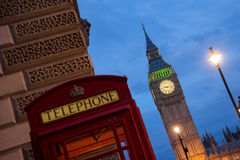 Big Ben och Westminster abbotskloster i London, England Arkivfoton