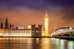 Big Ben pod Błękitnym i Czerwonym niebem Zdjęcia Royalty Free