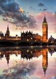 Big Ben przeciw kolorowemu zmierzchowi w Londyn, Anglia, UK Zdjęcie Royalty Free