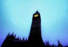 Big Ben señala adentro a un cielo azul de la mañana Fotografía de archivo
